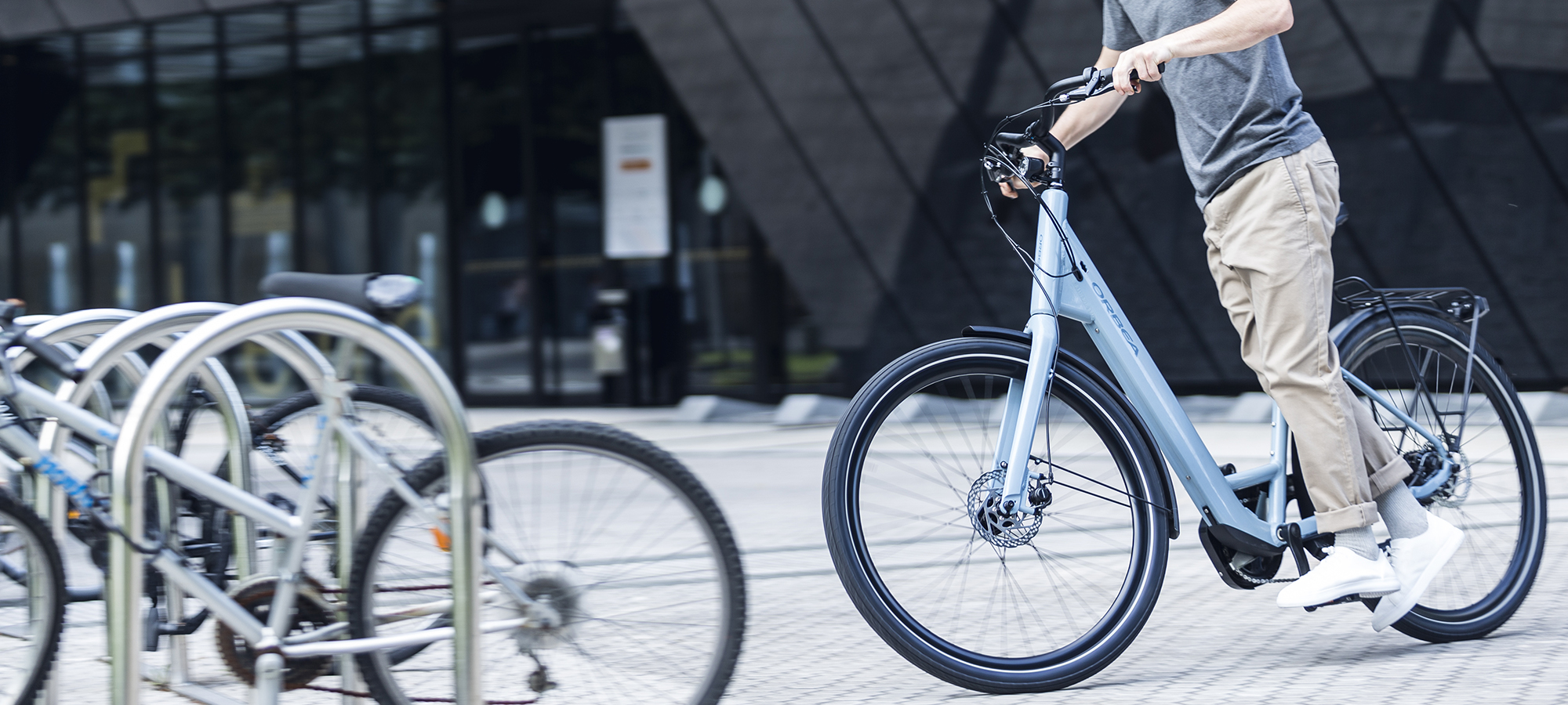 8711e3f52e6 Rather than a bulky and heavy battery, Optima E40 integrates an ebikemotion  system that is lightweight and small. The discreet battery is hidden inside  the ...